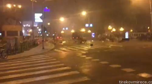 ЕБР со шок бомби и солзавец ги растера демонстрантите од протестот против промена на името пред Собранието