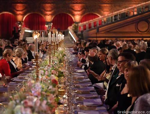,  гостите на главната маса, при доделувањето на Нобеловите награди во Стокхолм