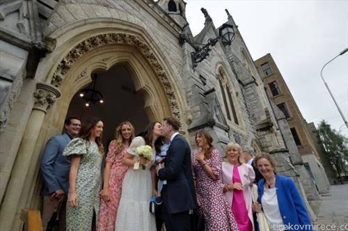 во Ирска започнаа и венчавките