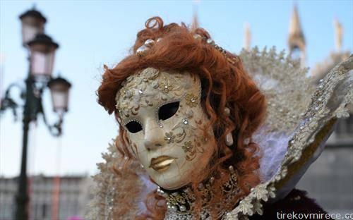 отворен карневалот во Венеција