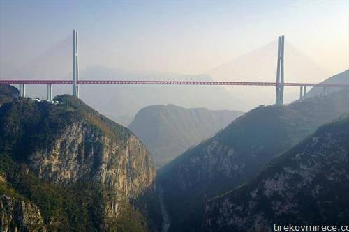 највисокиот мост во светто, пуштен за употреба во Кина