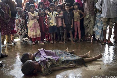 тела на  починати Рохинџи бегалци, удавени во морето
