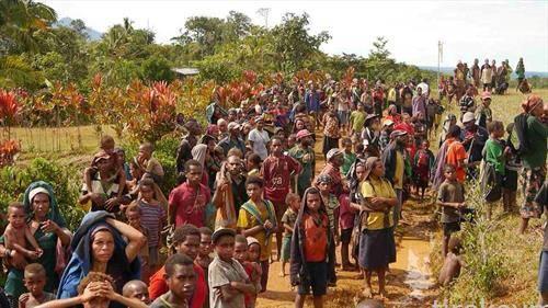 преплашени жители на Папуна Нова Гвинеја по земјотерс од 6,7 степени и 25 мртви