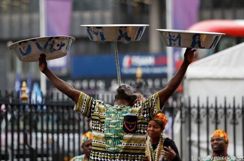 танчер на  улиците на Лондон