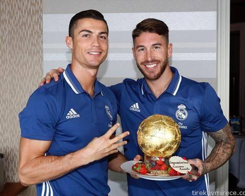 сегио рамос со ваков колач му ја честита  четвртата златната топка на Роналдо
