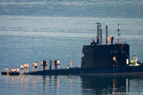 посада на норвешка подморница во време на пауза.