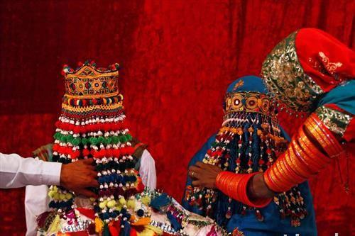 Девојки во традиционални облеки во Пакистан
