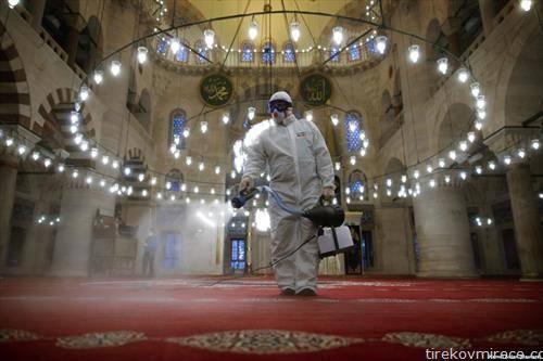 во Истанбул се дезинфикуваат џамиите