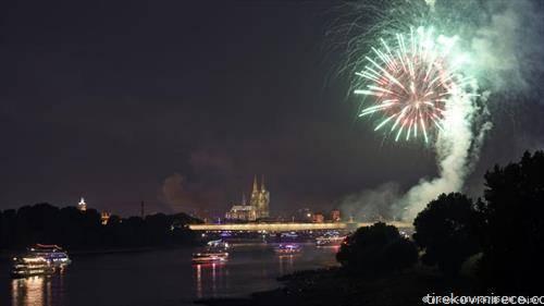 Спектакуларниот огномет во Келн на реката Рајна , траеше 27 минути