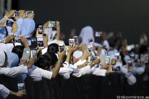 продажба   во ред да се фотографираат  папата, во Тајланд