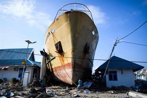 земјотресот во Индонезија го истера бродот на суво