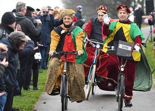 во Германија трите крала на велосипед