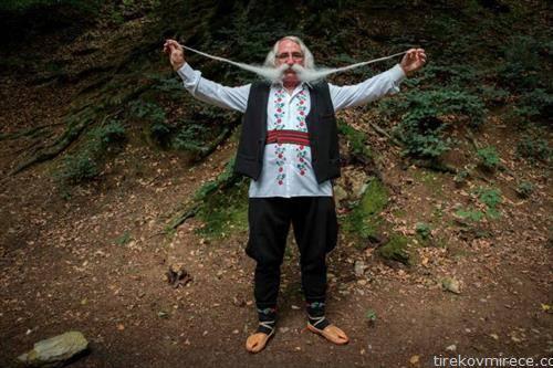 Зоран Лазаревиќ 70 год ги покажува мустаќите на натпреварување во централна Србија