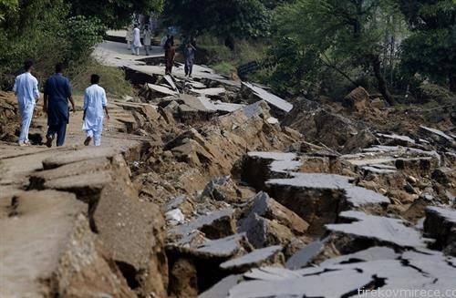 локален пат по земјотрес во Пакистан