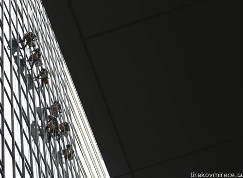 перачи на прозори на зграда во Сеул
