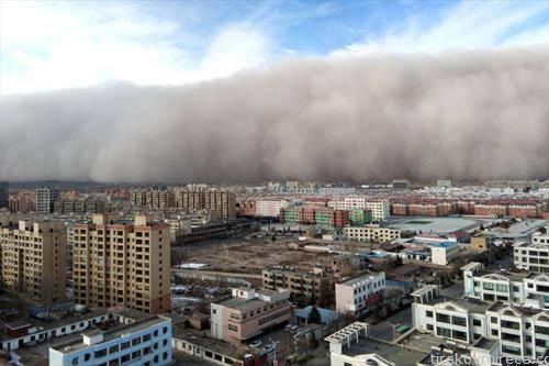 песочна олуја во град во Кина