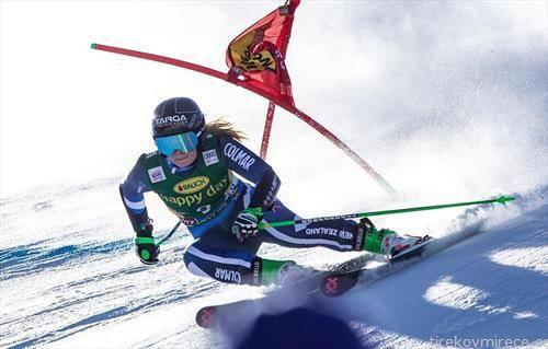 алис робинсон со 17 години прв пат победи во светскиот скијачки куп и така ја отвори скијачка сезона, со победа во солден велеслалом