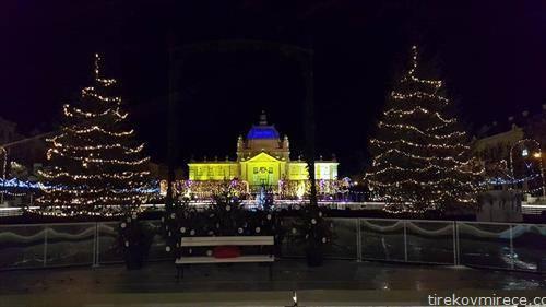 Загреб пред новогодишно украсен