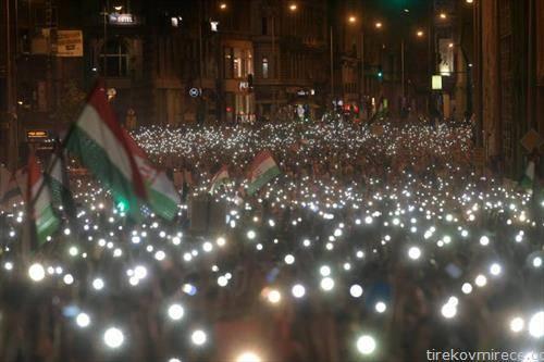 Среќен Божик на господинот премиер протести во Будимпешта