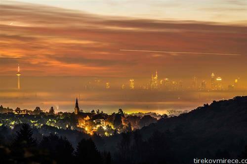 Франкфурт во магла