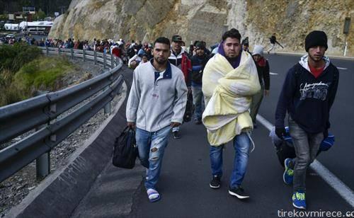 бегалци од Венецуела поради инфлацијата во Еквадор,