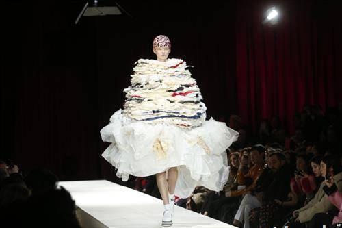 модна ревија во париз