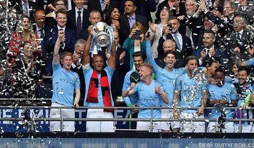 Фудбалерите на  Манчестер сити се победници на ФА Купот, по шести пат а го освоија и Англиското првенство