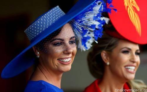 дами на коњска трка во ирска