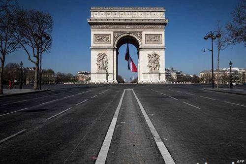 празни улици во париз