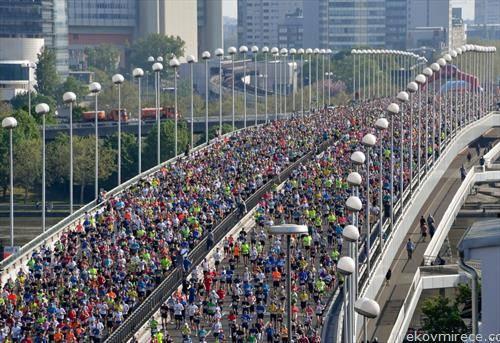 тркачи на маратонот во Виена