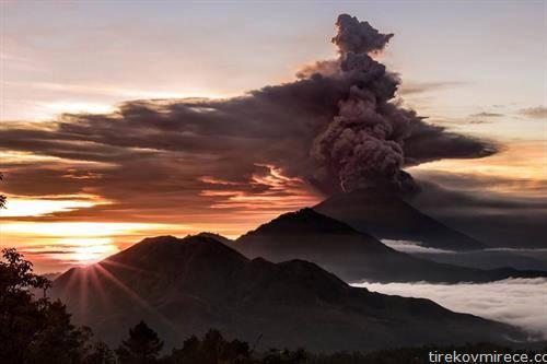 ерупција на вулканот во Инднезија