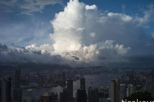 облачен ден во Хонг Конг