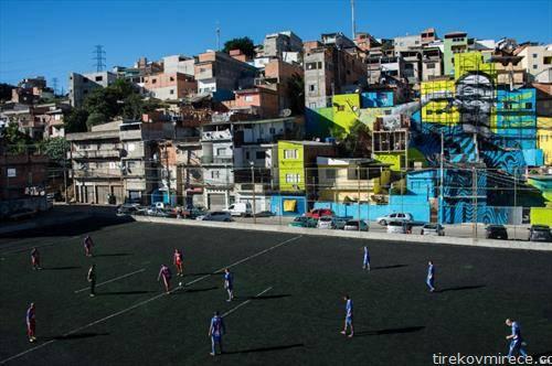 зошто Бразил е расадник на фудбалери. Игралиште во фавелите на Рио