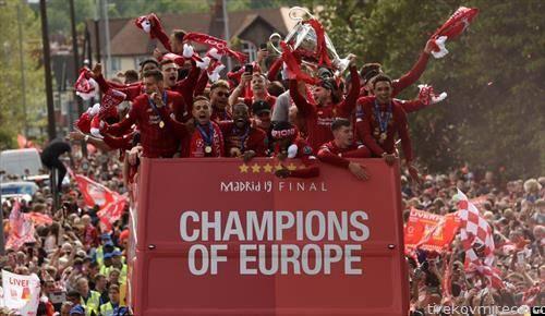 пречекот дома  на фудбалерите на Ливерпул, европските фудбалски шампиони