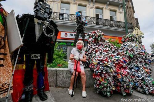 статуи од рециклиран материјал, во Брисел