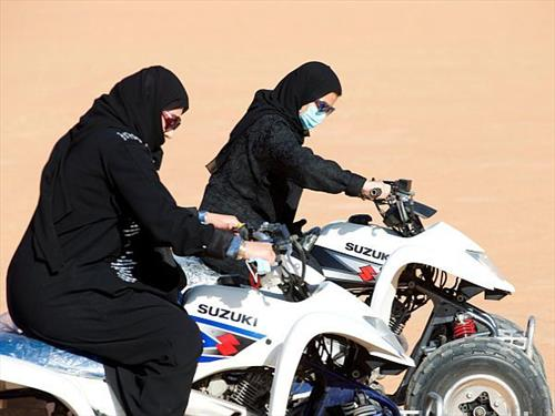 жени на мотор во саудиска арабија