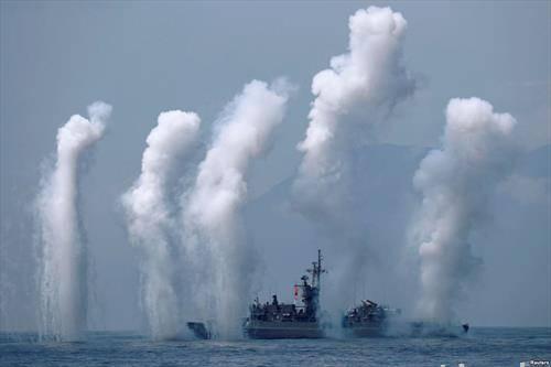 паѓаат ракети во близина на фрегатата, на вежба близу Тајван