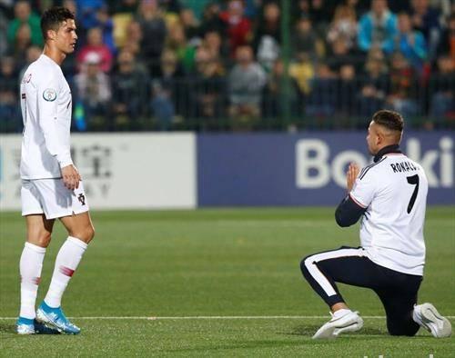 навивач среде натпревар го моли рона да му го даде дресот