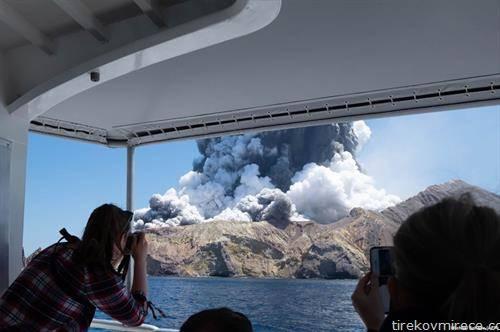Најмалку пет луѓе загинале, а 20 се повредени во ерупција на вулкан во Нов Зеланд
