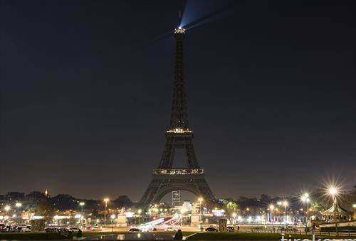 Ајфеловата кула мрачна,  во поддршка на жртвите од опсадата на Алепо