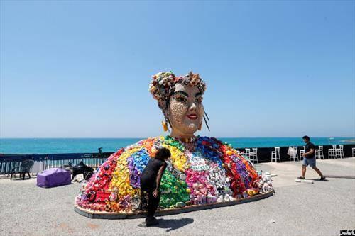 концерт  минатогодишната победничка на Евросонг, изработена како скулптура