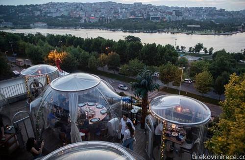 ресторан во Истанбул во услови на корона вирус