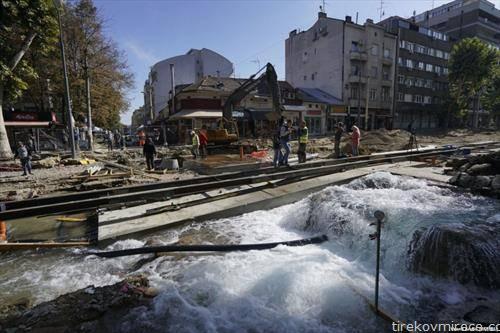 пукната водоводна цевка, го блокираше сообраќајот во центарот на Белград