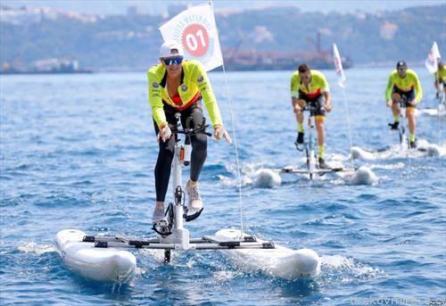 возење на велосипед на вода