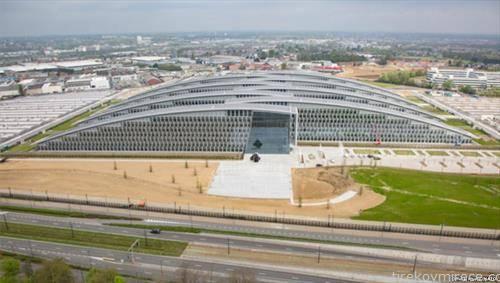 НАТО ќе почне да се сели во новото седиште во Брисел откако тоа неколку пати беше одложувано поради технички проблеми. Селењето на околу 4 илјади луѓе најверојатно ќе потрае 12 недели
