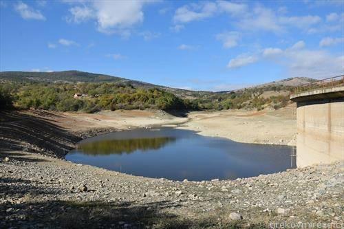 каде ја снема водата од езерото Подлес