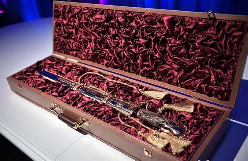 што корејскиот претседател му подари на рускиот при посетата на Москва - пушка