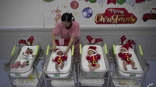 бебиња во Банког, во новогодишно руво