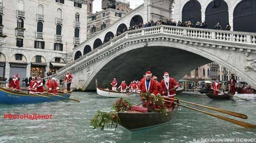 Божик се прославува и во прекрасната Венеција со  божикното возење со гондола по каналите во градот