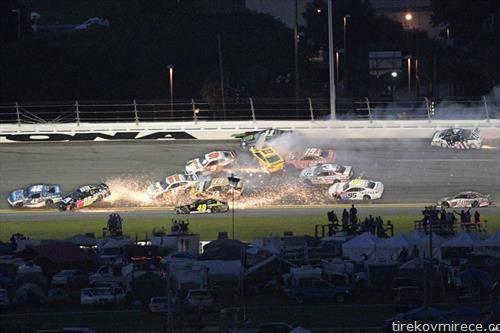 судир на автомобили на трката Дејтона на Флорида